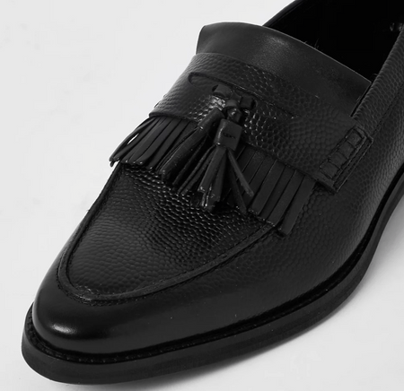 River Island 黑色皮革流蘇樂福鞋